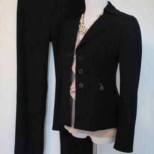 TAHARI Size 2P Black Pant Suit Blazer & Pants